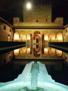 Vista nocturna de la Alhambra